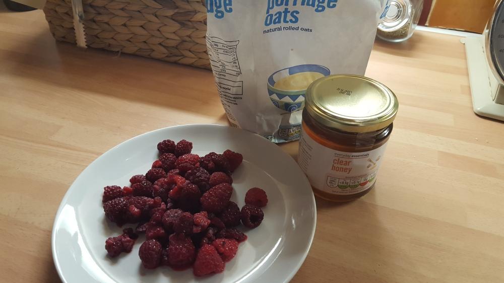 ingredients for raspberry porridge